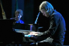 ساموئل روهرر (درامز) و کالین ولون (پیانو) از تریوی کالین ولون