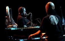 شا (آشتفان هاسله باخر) نوازنده ساکسوفن و نیک برتش (پیانو) از گروه رونین