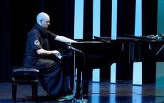 نیک برتش (پیانو) از گروه رونین