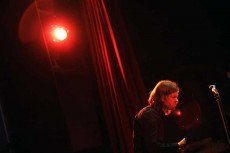 کالین ولون (پیانو) از تریوی کالین ولون