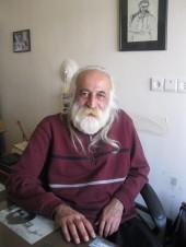 محمدرضا لطفی در دفتر کارش در مکتب خانه میرزا عبدالله