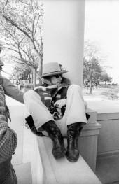 بازدید از میفلاور دوم و سنگ پلیموث در ماساچوست. اینجا بود که ریگان عکسی از خواننده و کت یقه خزدارش گرفت، که بر روی آلبوم آرزو ( آلبوم مورد علاقه ریگان از دیلن) دیده میشود.