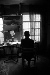 باب دیلن پشت میز کارش